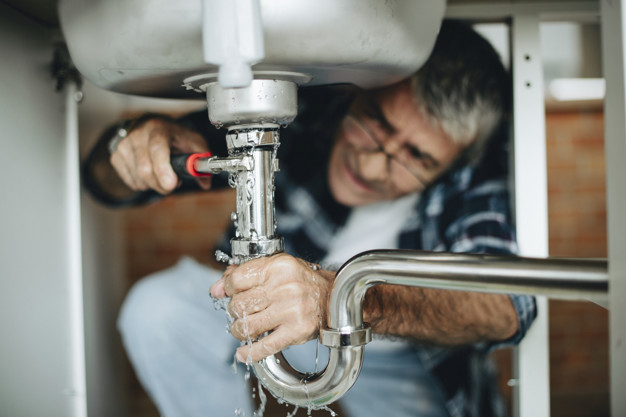 Plumbing Problems You Should Never Fix Yourself
